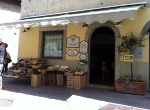 You can find this shop in Castelina en Chianti in Tuscany
