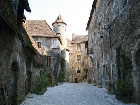 Imagine yourself strolling down this street in Carennac.