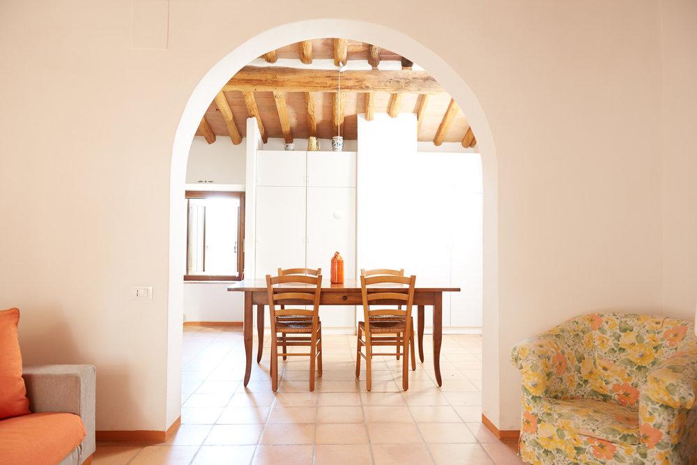 Das grosszügig-bequeme Mezzo ist eine ideale Familienwohnung für 4+ Personen. Ab CHF 125.-/Tag (Nebensaison)
