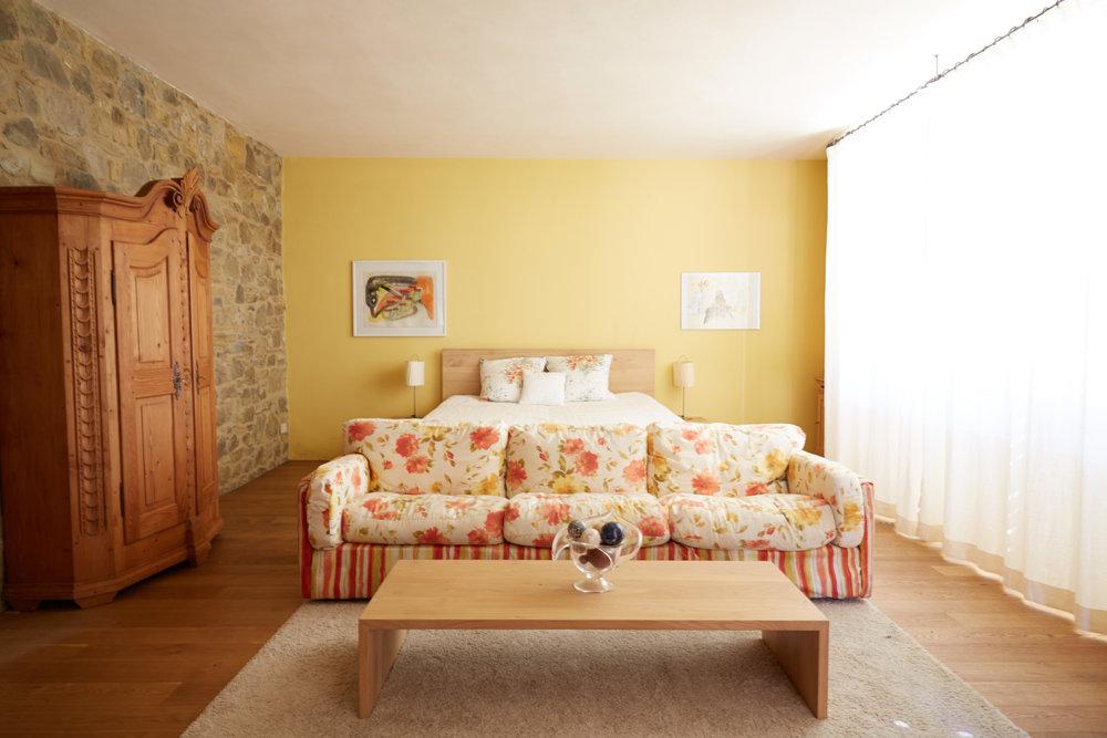 Die stimmungsvolle, moderne und bequeme Einraumwohnung am Olivenhain. Ab CHF 95.-/Tag (Nebensaison) Auf Anfrage