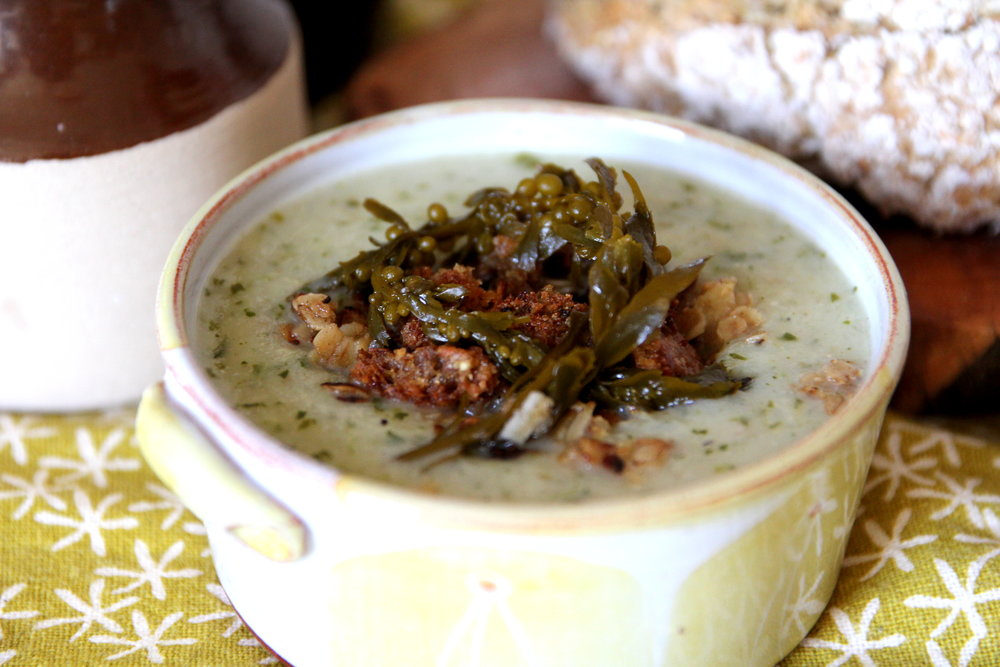 Potato & Seaweed soup - With pickled sargassum and soda bread croutons