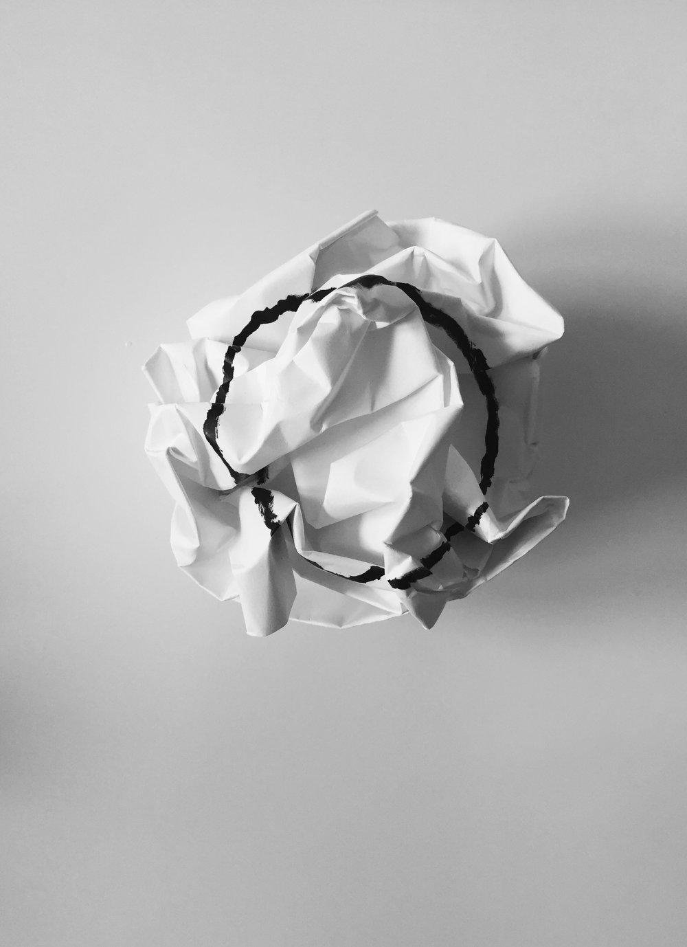 Ian Valor  - Exploding Circle (Paper Ball)