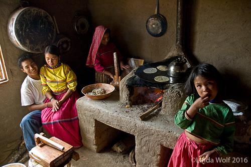 Huichol_kids_cooking.jpg
