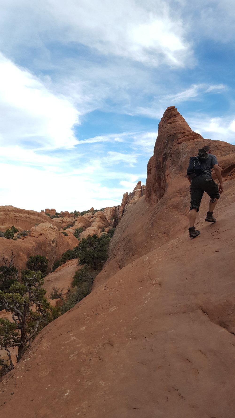 4-arches-hike-primitive-rekinspire-climb.jpg