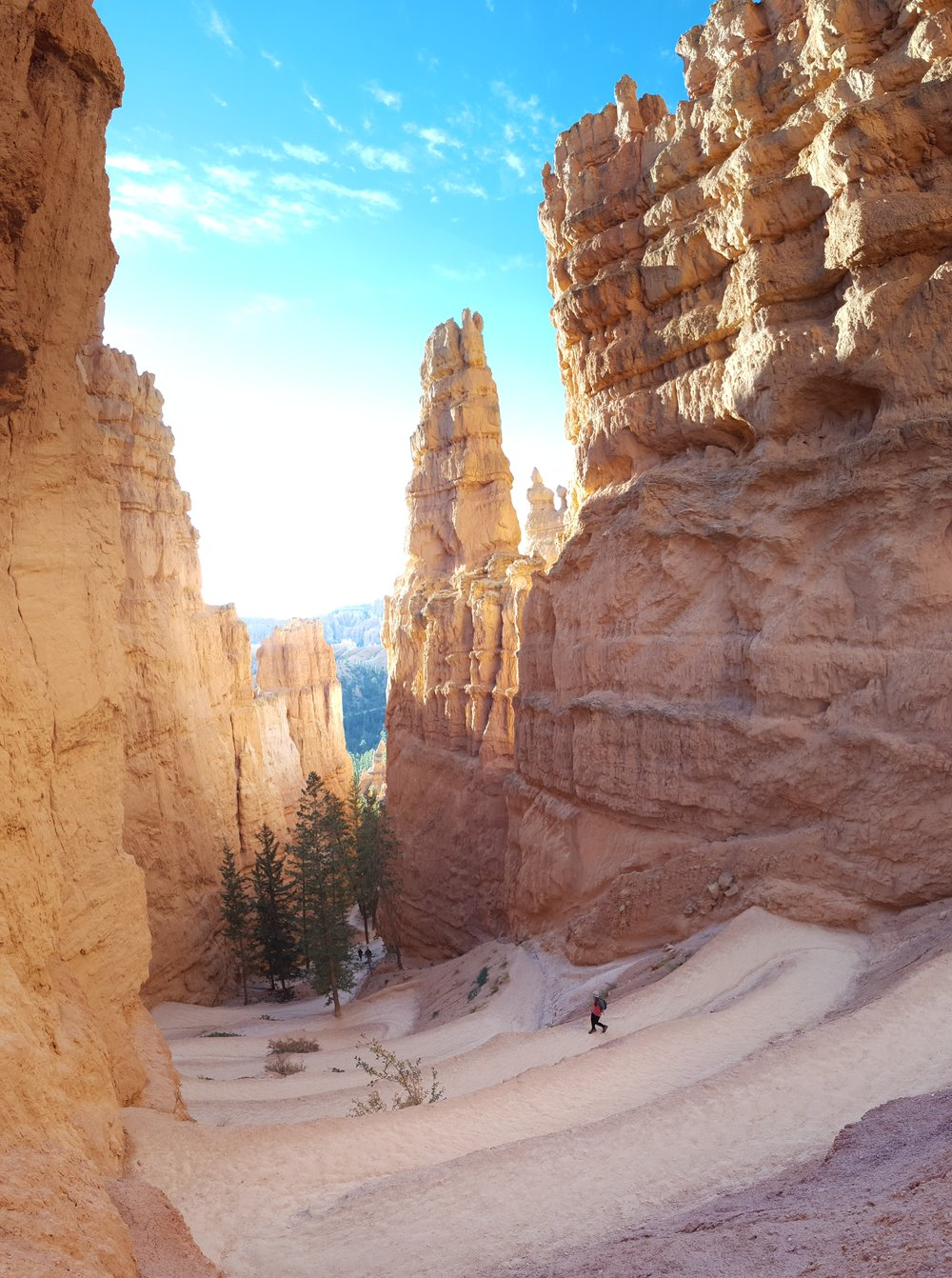 11-navajo-loop-bryce-UT-hike-sunrise-rekinspire.jpg