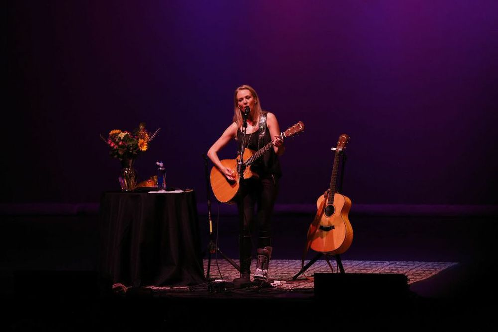 Jewel Performed an Acoustic Set!  Courtesy Photo