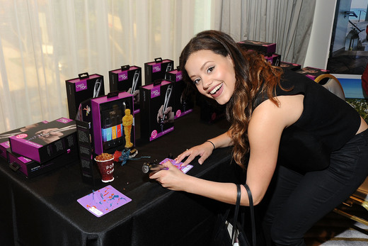 Sarah Jeffrey enjoying the CreoPop station at the lounge! Photo Credit: Jerod Harris