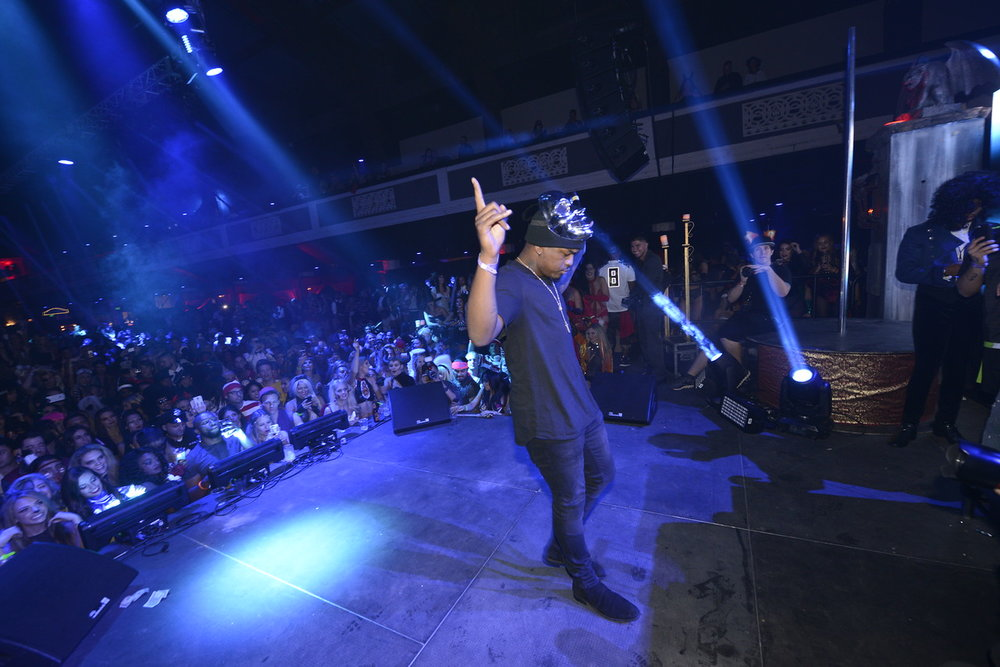 Ne-Yo Hyped The Crowd! Photo Credit: Michael Bejzain / Getty Images