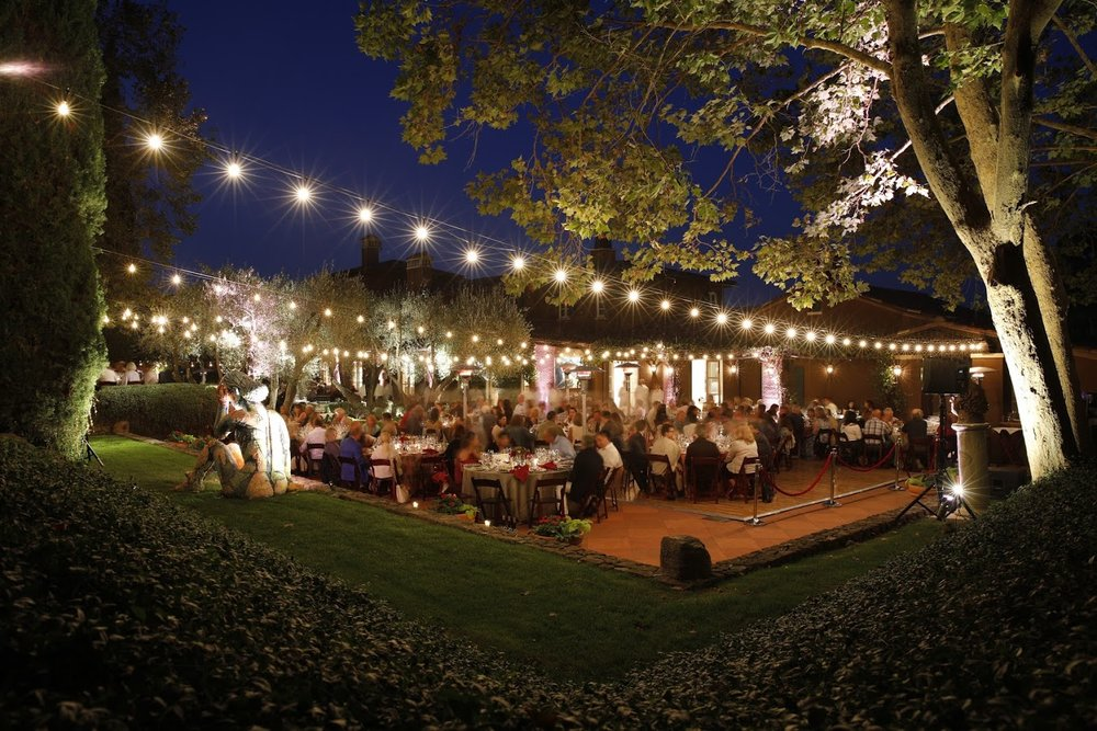 Dining Under the Lights! Photo Credit: Rafael Motta/Flying Pigs Studio