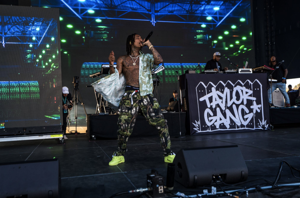 Taylor GANG!! Wiz Khalifa Rolled One, Smoked One- During His Set at KAABOO Del Mar!