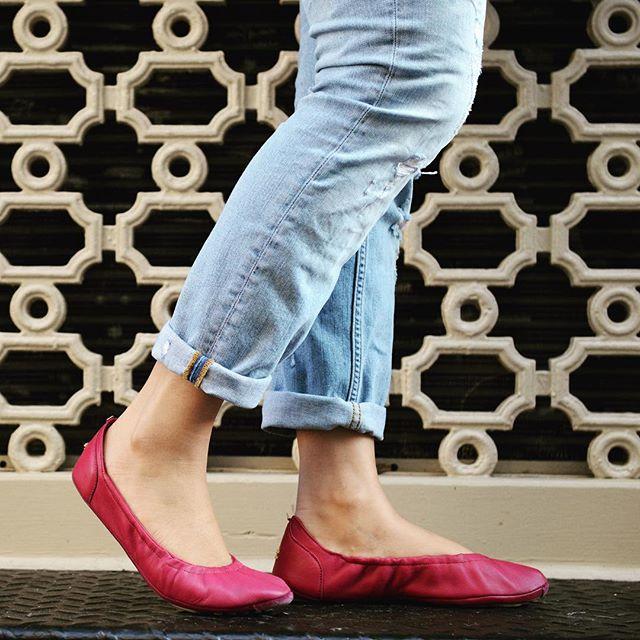 Have a great rest of the week! #tandncollection #nycstyle #lastyle #citygirl #citystyle #citylife #balletflats #shoes #monogram #monogrammed  #bostonblog #fashionblogger #miamiblog #shoesaddict #chicagoblogger #texasfashion #lablogger  #panhellenic #chestnut #balletflats #ballerina #miamiblogger #fblogger #blue #londonfashion #fashionista  #mommytobe #fashion #dance #fashionblog #travelblogger