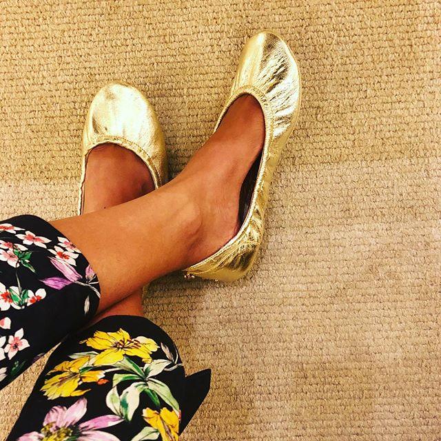 Good morning sunshine! #tandncollection #nycstyle #lastyle #citygirl #citystyle #citylife #balletflats #shoes #monogram #monogrammed  #bostonblog #fashionblogger #miamiblog #shoesaddict #chicagoblogger #texasfashion #lablogger  #panhellenic #chestnut #balletflats #ballerina #miamiblogger #fblogger #yellow #londonfashion #fashionista  #mommytobe #fashion #dance #fashionblog #travelblogger
