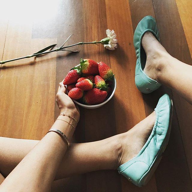 Happy weekend ladies! #tandncollection #nycstyle #lastyle #citygirl #citystyle #citylife #balletflats #shoes #monogram #monogrammed  #bostonblog #fashionblogger #miamiblog #shoesaddict #chicagoblogger #texasfashion #lablogger  #panhellenic #chestnut #balletflats #ballerina #miamiblogger #fblogger #blue #londonfashion #fashionista  #mommytobe #fashion #dance #fashionblog #travelblogger