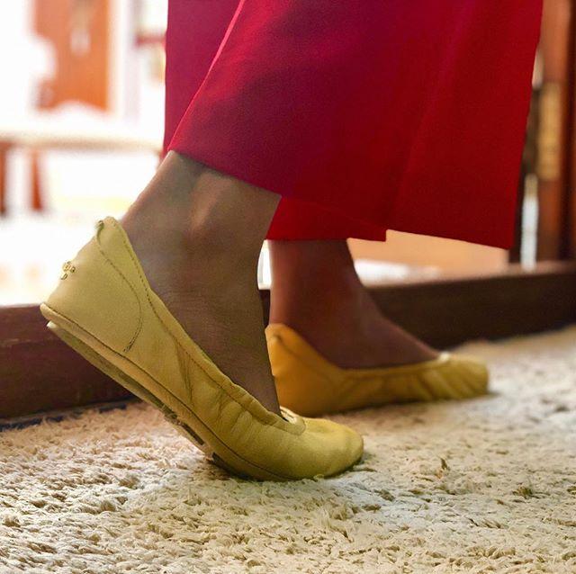 We hope you have a great week ahead! #tandncollection #nycstyle #lastyle #citygirl #citystyle #citylife #balletflats #shoes #monogram #monogrammed  #bostonblog #fashionblogger #miamiblog #chicagostyle #chicagoblogger #texasfashion #lablogger  #panhellenic #christmas #balletflats #ballerina #miamiblogger #fblogger #silver #londonfashion #fashionista  #mommytobe #fashion #dance #fashionblog #travelblogger