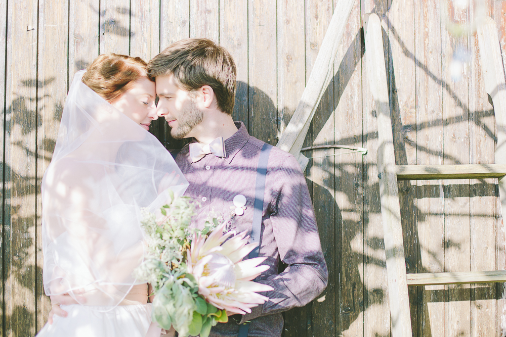 Diese Serie wurde im marryMAGMagazin Ausgabe Februar 2014 und im Hochzeitsguide veröffentlicht.  Mode:  noni  | Konzept:  Oh So Pretty  | H&M:  Maskenraum  |Pattiserie: Dehly & deSander |Papeterie:   Das Papierlabor