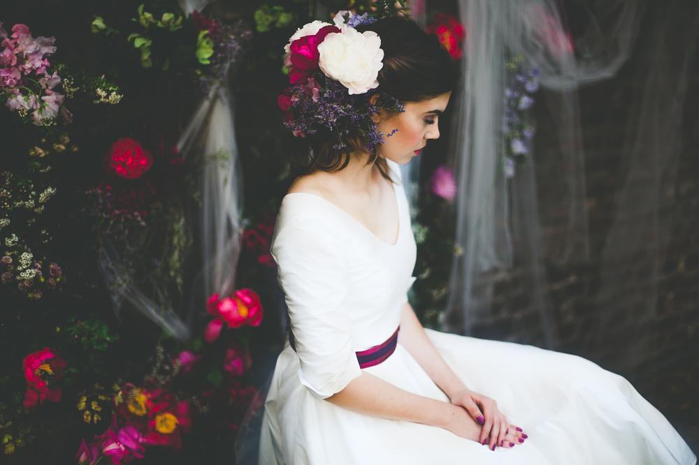 Diese Serie wurde im  Hochzeitsguide.de veröffentlicht.  Mode: noni | Floristik: Où j'ai grandi | H&M: Maskenraum | Model: Kristin @ Aquamarine Model Management