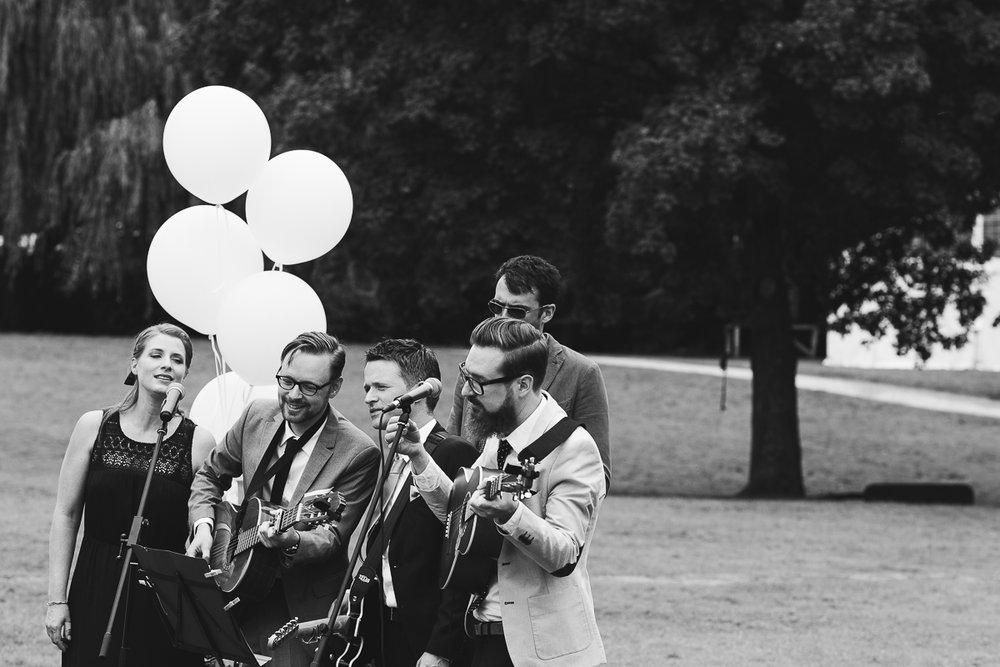 Hochzeitsfotograf Le Hai Linh Koeln Duesseldorf Bonn Zirkushochzeit Vintagehochzeit Sommerhochzeit 066.jpg
