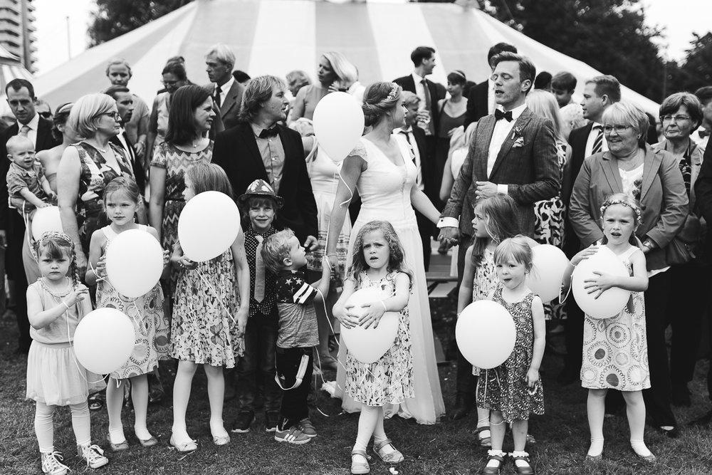 Hochzeitsfotograf Le Hai Linh Koeln Duesseldorf Bonn Zirkushochzeit Vintagehochzeit Sommerhochzeit 097.jpg