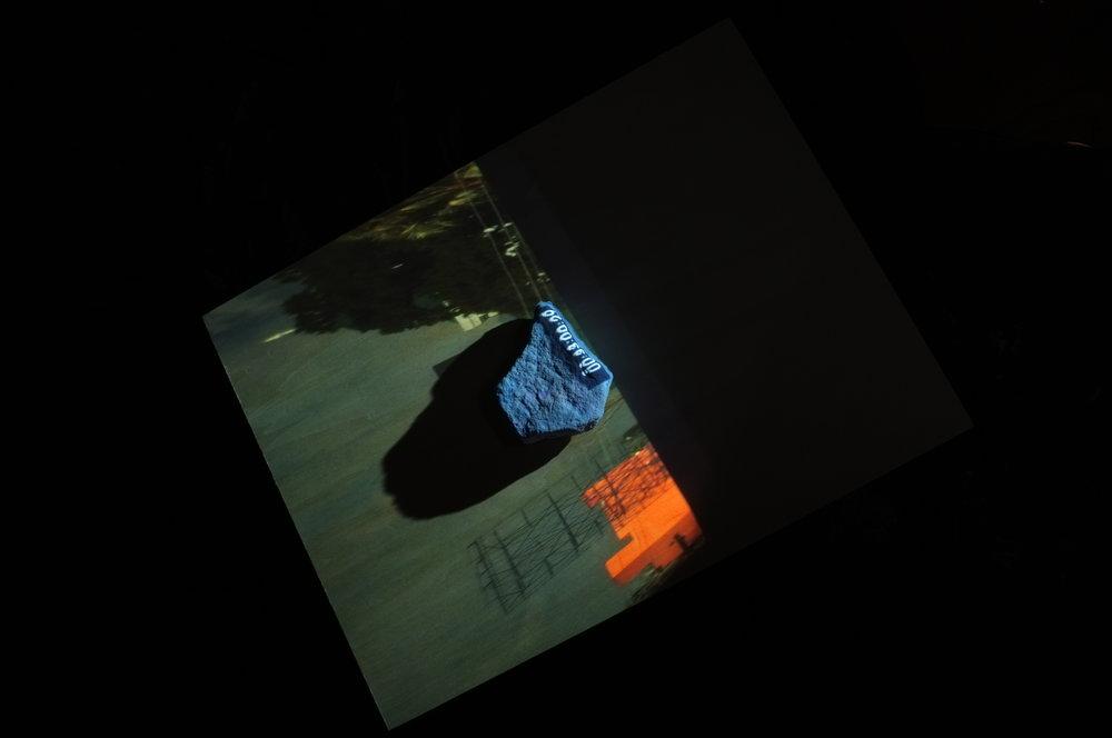 Décompte, photographie numérique d'après une installation réalisée avec Nicolas Roussel (objets, vidéoprojection), 2015