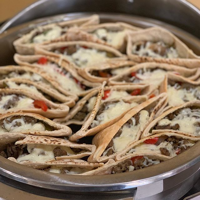 Seasoned Beef and Veggie Gyro Pockets!! We swapped the traditional Tzatziki sauce with our Garlic and Herb Aioli... worth breaking your January diet for 🤣