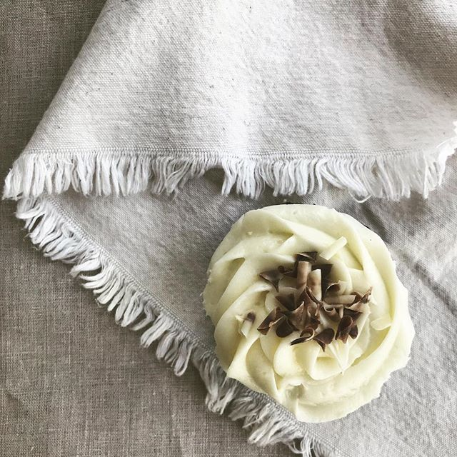 A trip north to @thesaltedcupcake ***Goat Cheese Brownie Cupcake*** photo shoot styled by @rebecca.mullins.studio
