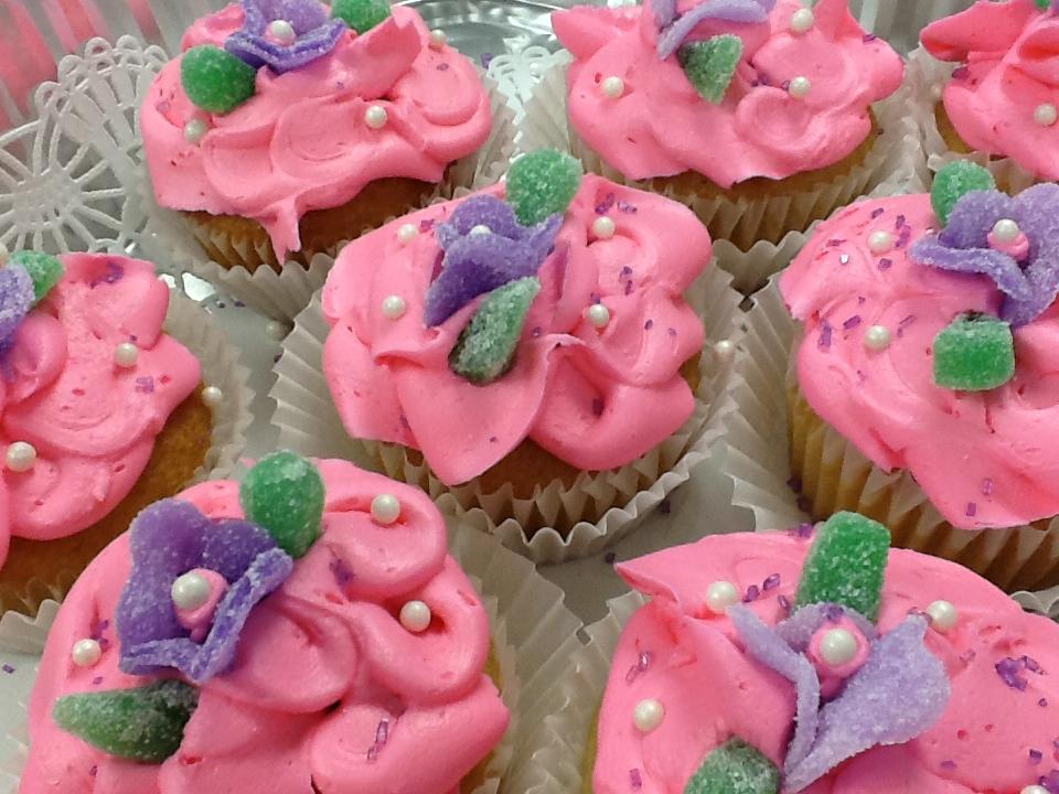 flower_gumdrops_cupcakes2.JPG