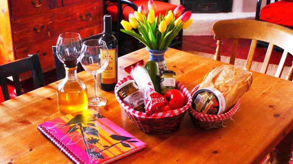 Villa Amapola welcome pack for holiday visitors with Spanish wine and typical Andalucian tapas.