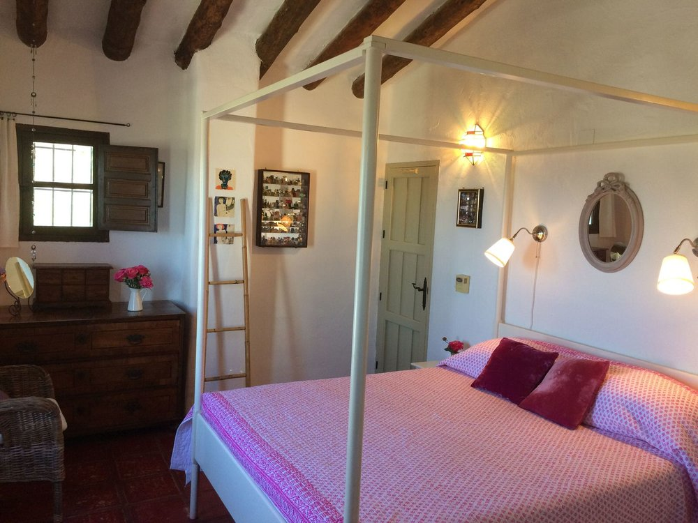 Romantic four poster and beamed ceiling
