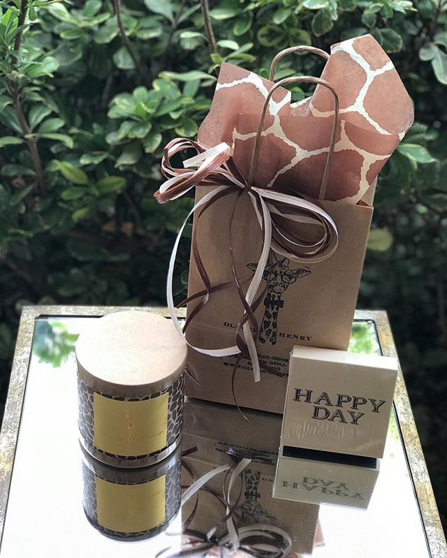 Need a gift idea? Hearth is the perfect candle for just that! With notes of sweet cinnamon, Vermont maple, bourbon vanilla, and caramel cream it's the perfect scent for fall! Paired with our Happy Day matches, this gift is complete!