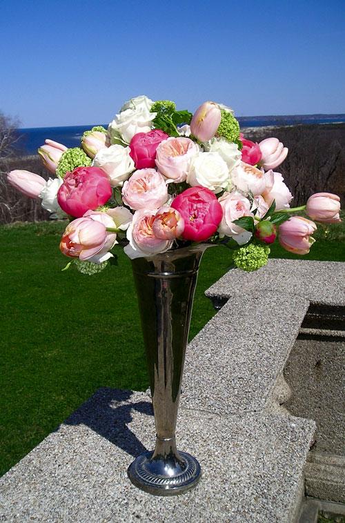 Stunning spring floral arrangement for Garden design by kristen