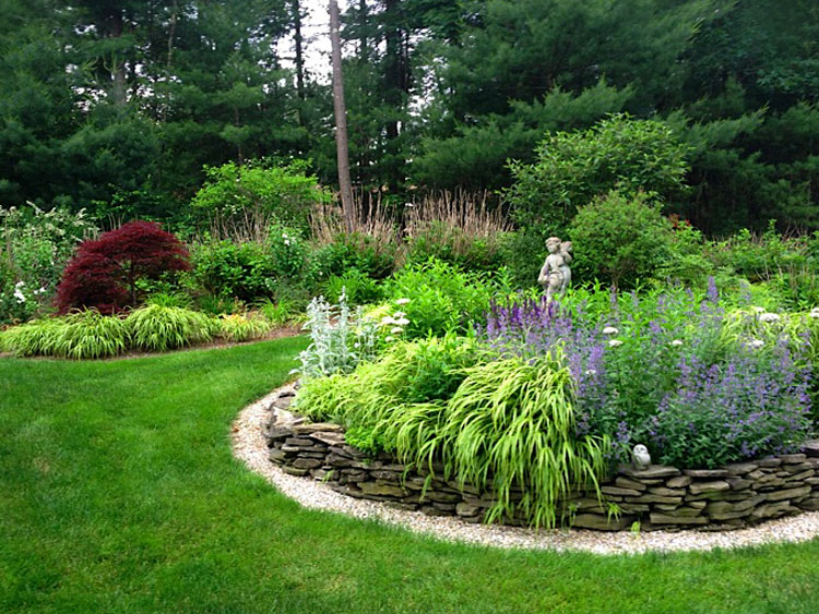 Circular garden focus point in perennial gardens