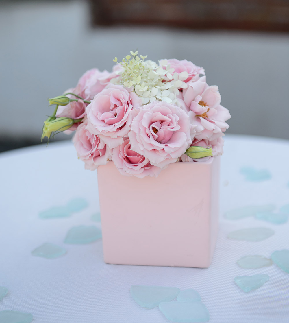 Pink Roses Centerpiece : douglaslevyphotography.com