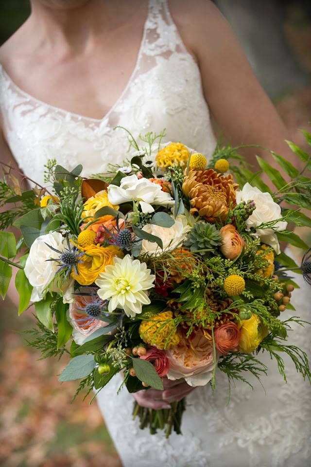 Fall bouquet with orange & peach : Louise Michaud Photographer