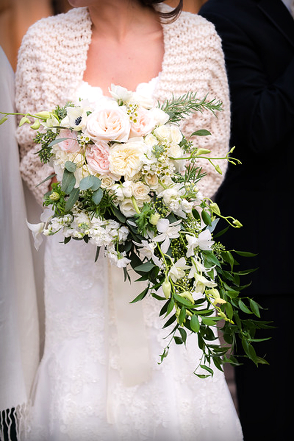Cascading bouquet with garden roses : Borisyuk Photography