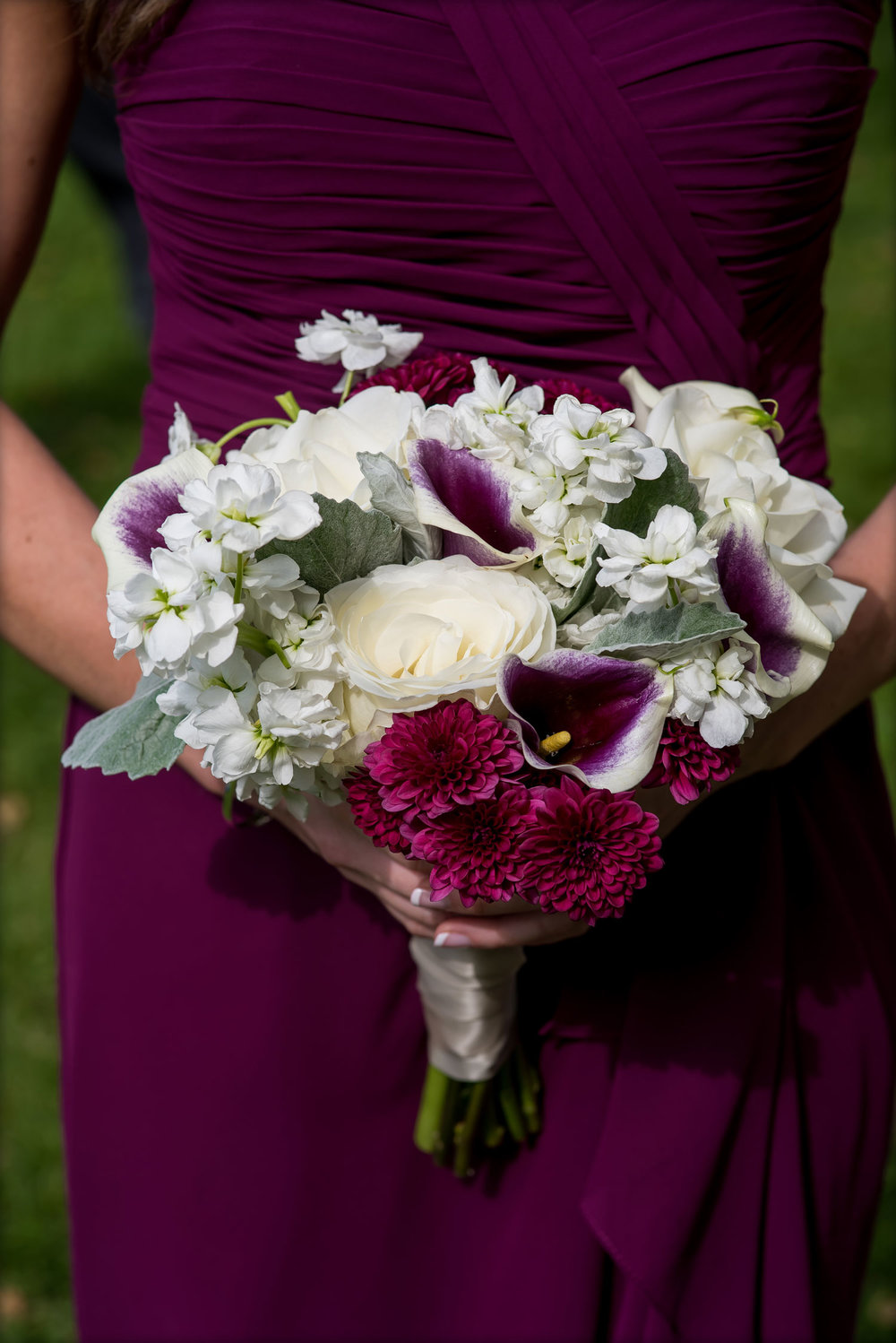 Plum floral bouquet : Nicole Chan Photography