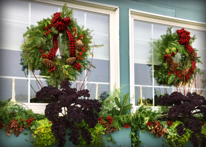 Holiday containers & wreaths