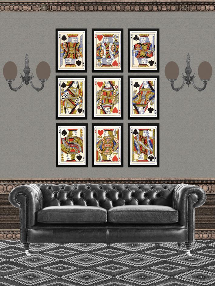 Interior de estilo club con cuadros baraja de poker.jpg