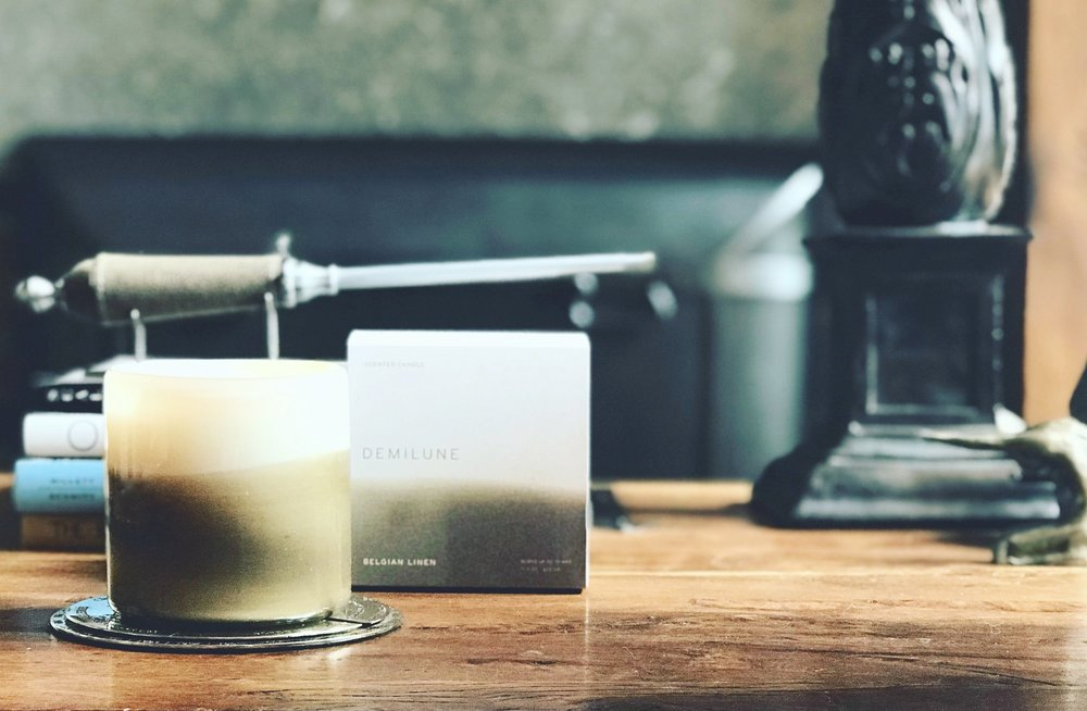 Belgian Linen - This warm, welcoming & captivating fragrance is a combination of warm woods all soothed with vanilla, herbal tea & creamy sandalwood. Phthalate free