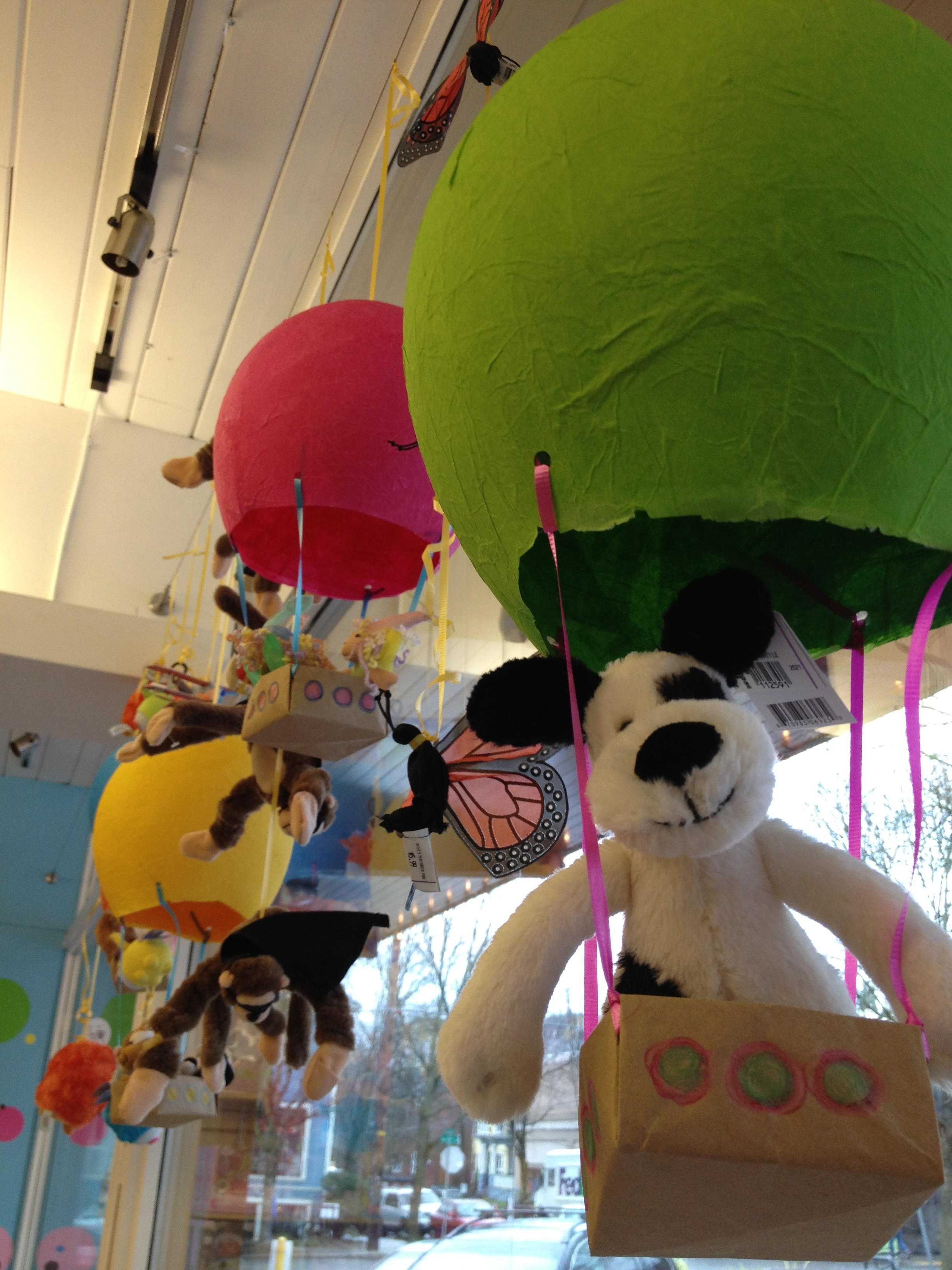 Toys_in_Portland_DIY_Balloon_Display_1