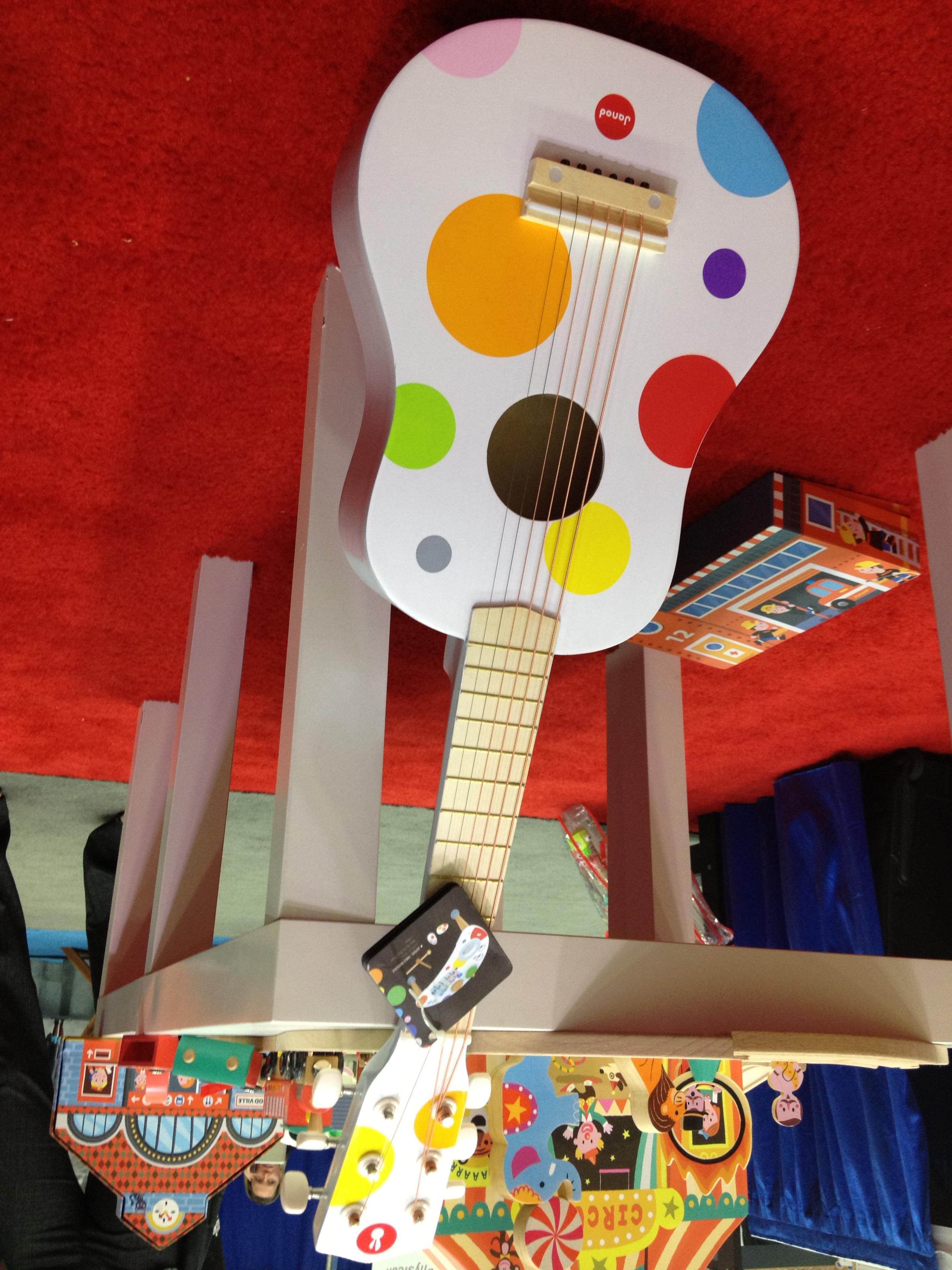 Portland_Toys_Janod_Polka_Dot_Guitar