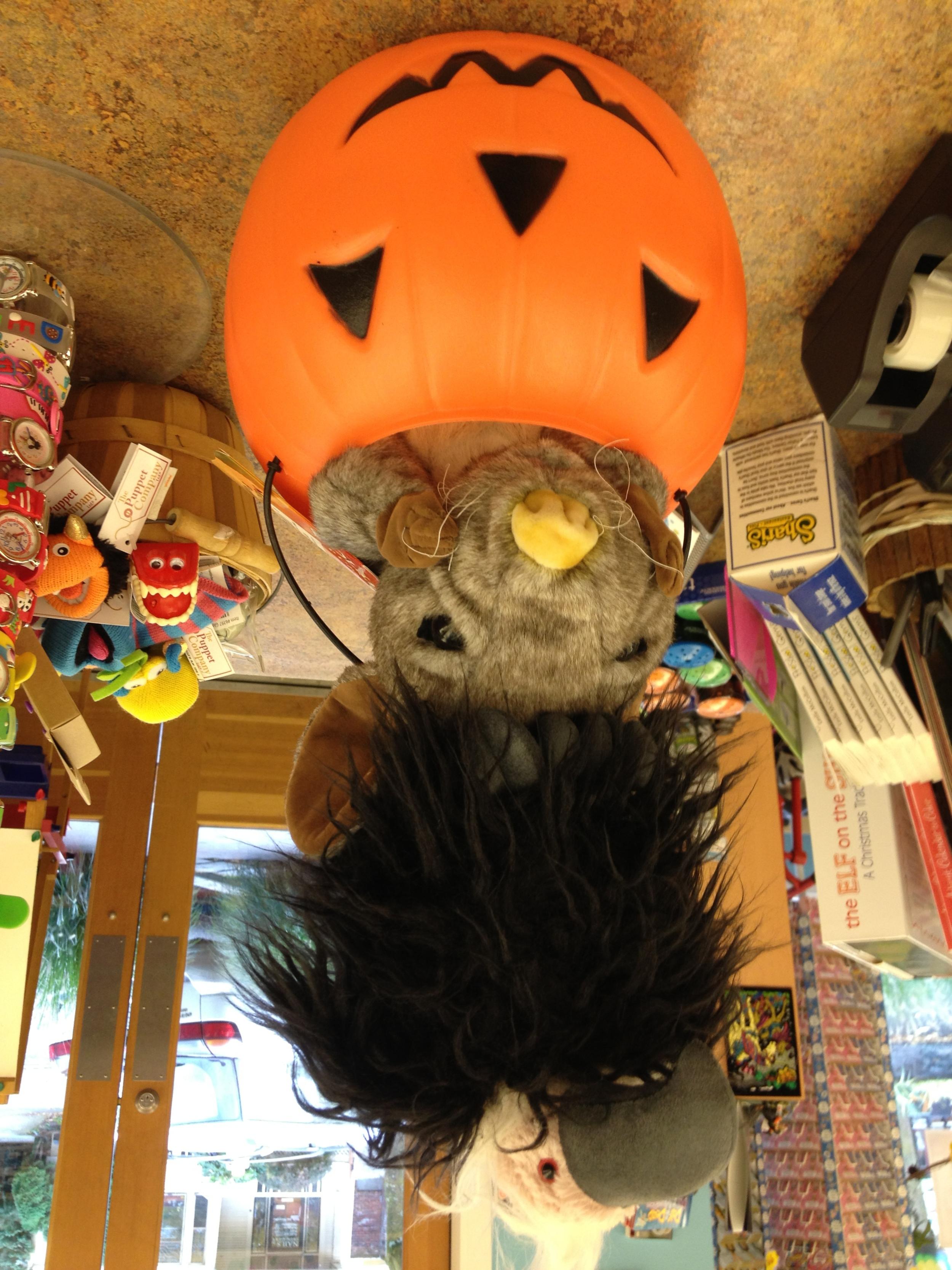 Portland_Toys_halloween_totem_pole