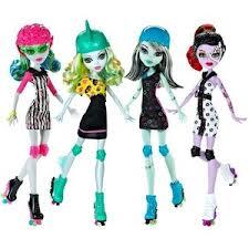 Toys_In_Portland_roller_skating_monster_high_dolls