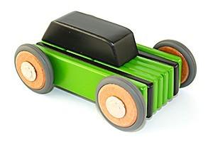 Toys_in_Portland_tegu_car_hatch