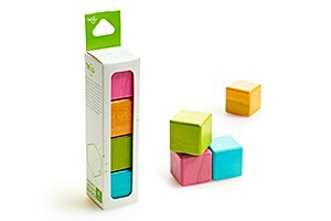 Toys_in_Portland_tegu_four_cubes