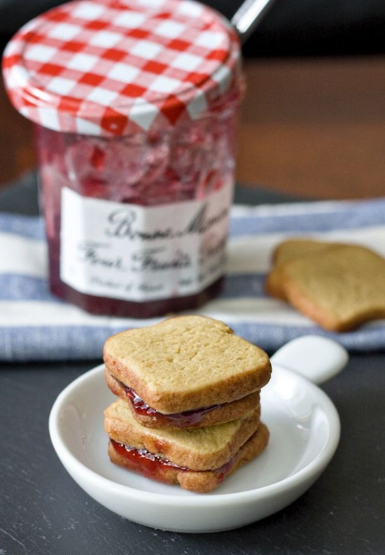 peanut_butter_and_jelly_sandwich_cookies_pinterest