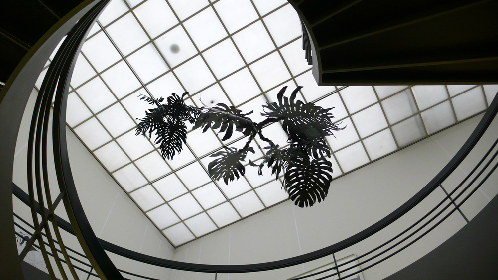 monstera, 2011 metal, paper, glue, nylon  Voici un dessin suisse, 1990-2010, Kunsthaus Aarau