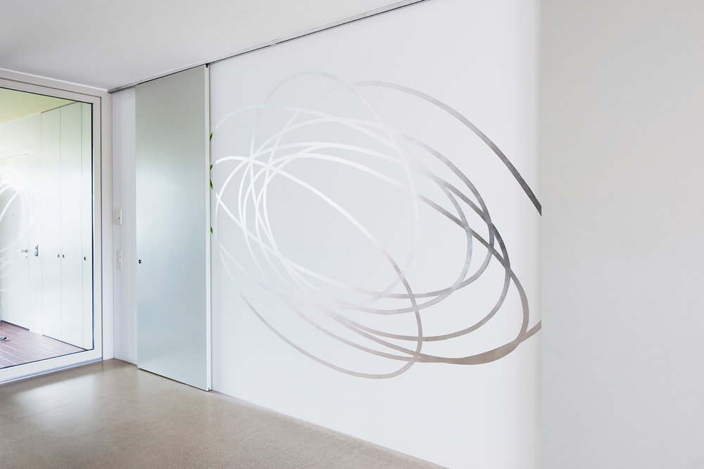 Kringel, 2017  Aluminium leaves, leaf adhesive on the wall, 275 x 250cm  Collection Uta Jaenicke und Markus Weggenmann, Zurich