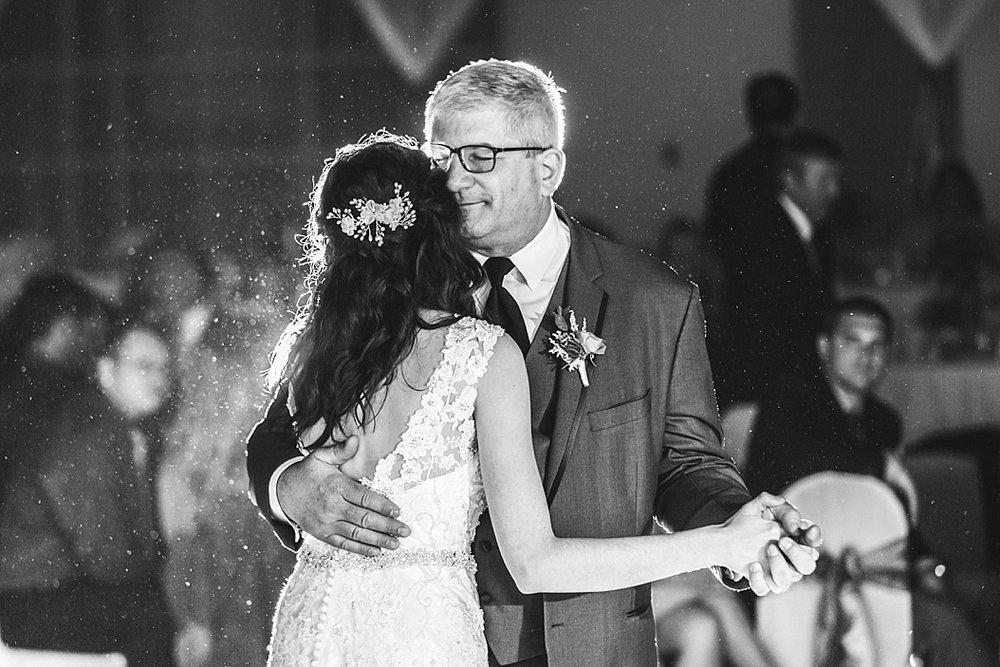 Oshkosh Wedding Photographer_0035.jpg