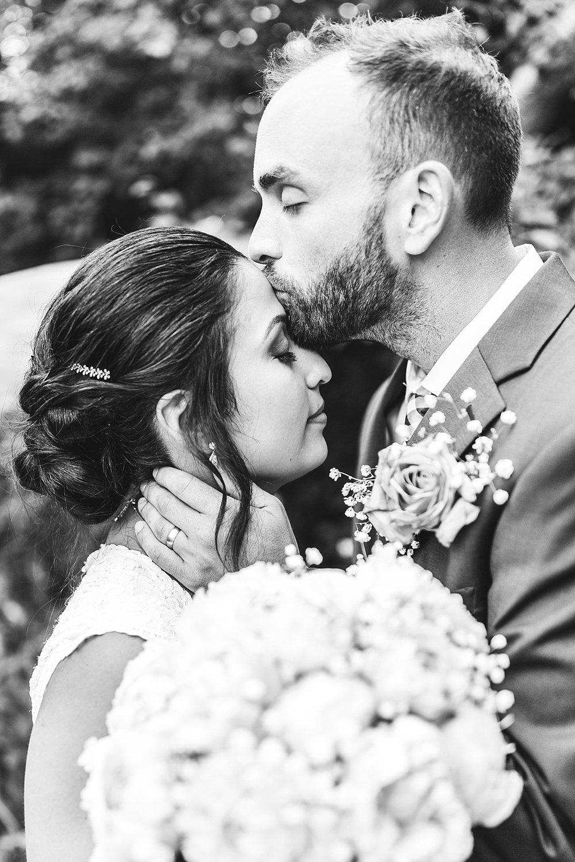 Milwaukee Backyard Wedding_0041.jpg