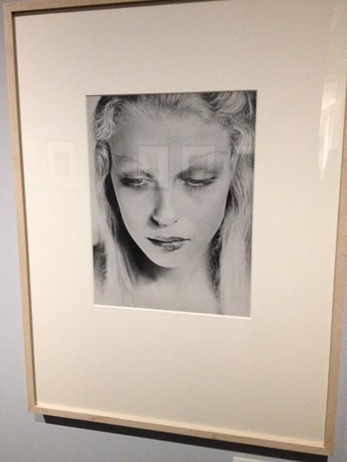 Magnifique exposition de #Blumenfeld au Jeu de Paume.   J'adore ce portrait que je trouve excessivement moderne.